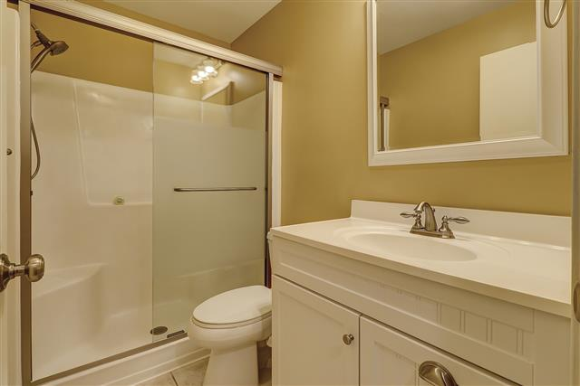 2213-Heritage-Villas--Guest-Bathroom-17167-big.JPG