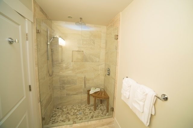 227-South-Sea-Pines-Drive-----Guest-Twin-Bathroom-7307-big.jpg