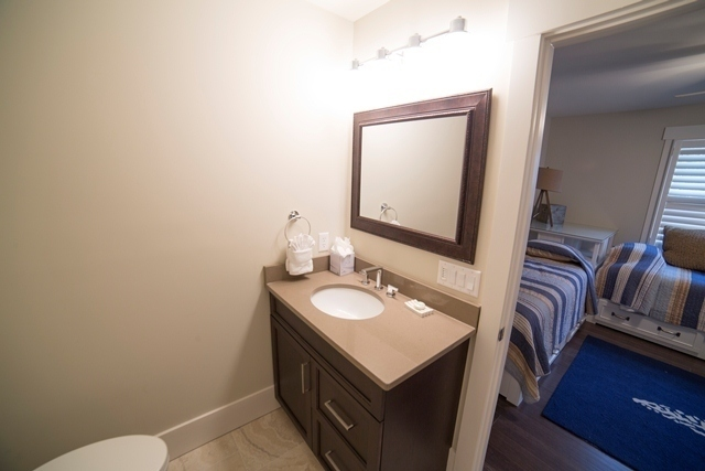 227-South-Sea-Pines-Drive----Guest-Twin-Bathroom-7306-big.jpg