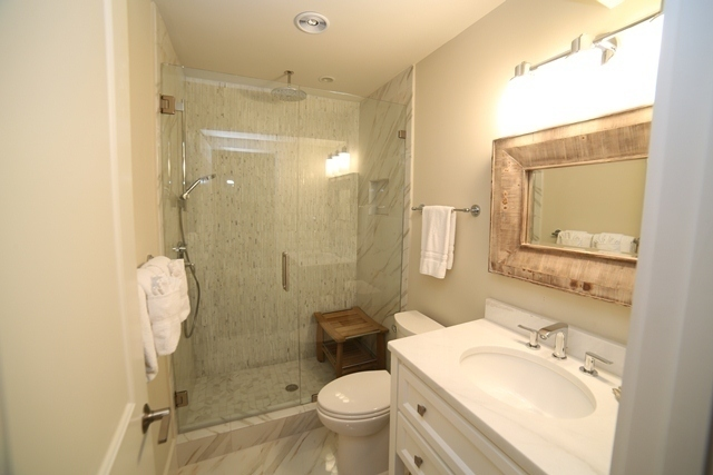 227-South-Sea-Pines-Drive---Guest-King-Bathroom-7304-big.jpg