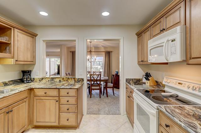 2275-Heritage-Villas--Kitchen-1332-big.JPG
