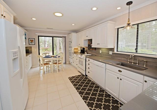 23-Deer-Run-Lane---Kitchen-with-Breakfast-Area-10063-big.jpg