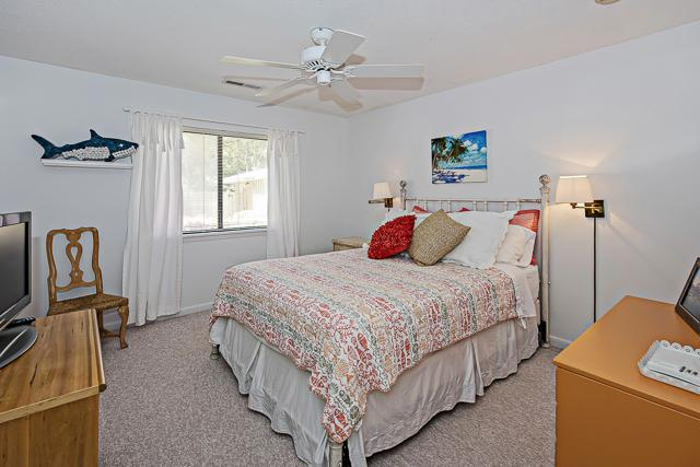 23-Deer-Run-Lane---Queen-Bedroom-13361-big.jpg