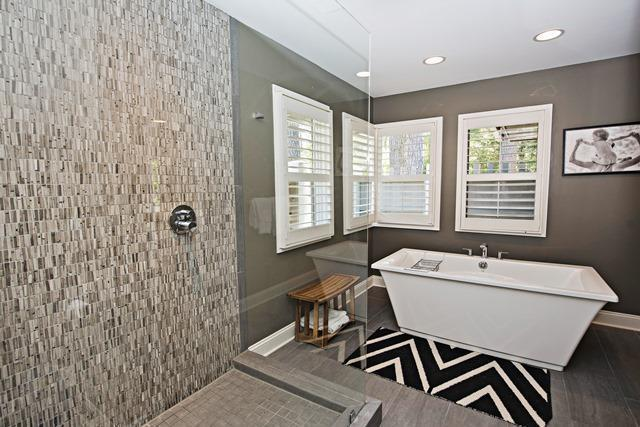 23-St.-Andrews-Place----Master-Bathroom-10498-big.jpg