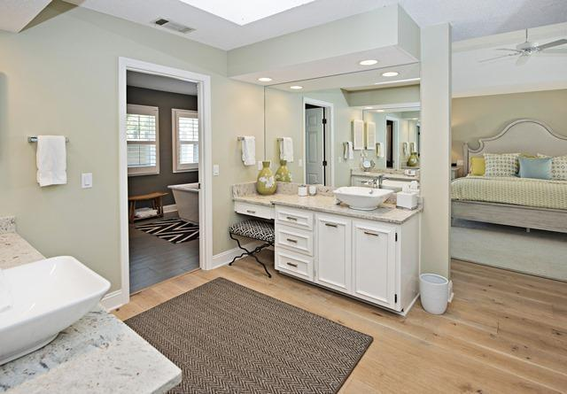 23-St.-Andrews-Place---Master-Bathroom-10497-big.jpg