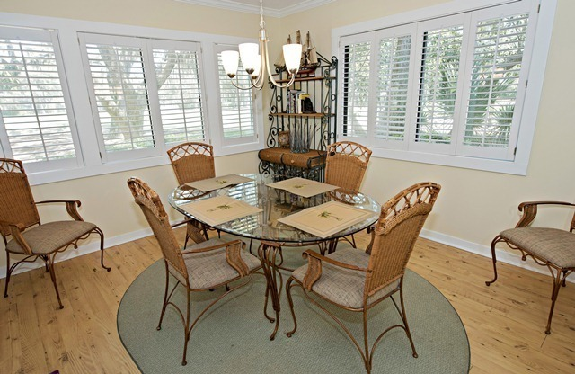2343-Racquet-Club---Dining-Room-8974-big.jpg