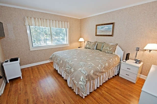 2367-Racquet-Club---Master-Bedroom-8867-big.jpg