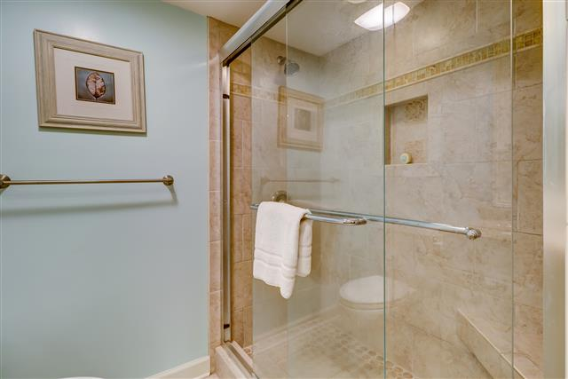 238-Stoney-Creek----Master-Bathroom-14898-big.jpg