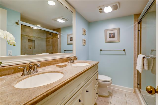 238-Stoney-Creek---Master-Bathroom-14897-big.jpg