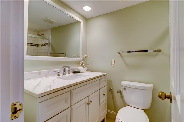 238-Stoney-Creek---Twin-Bathroom-14901-big.jpg
