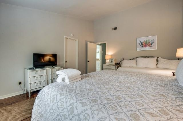 2400-Lighthouse-Tennis--Master-Bedroom-8681-big.jpg