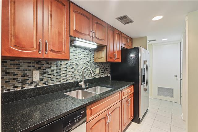 245-Stoney-Creek---Kitchen-17052-big.jpg