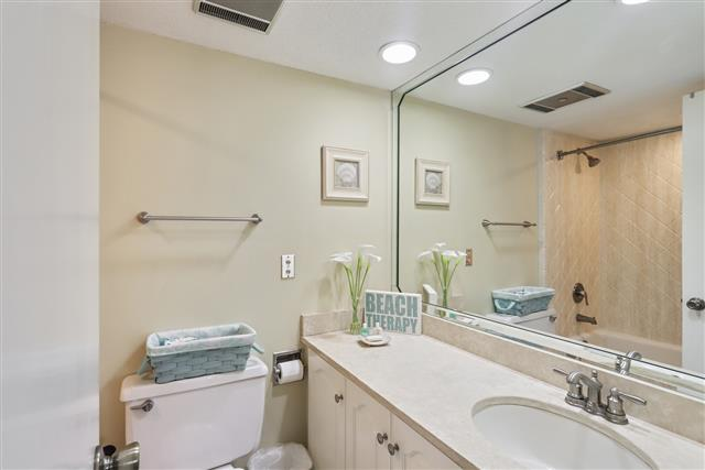 245-Stoney-Creek---Twin-Bathroom-17057-big.jpg