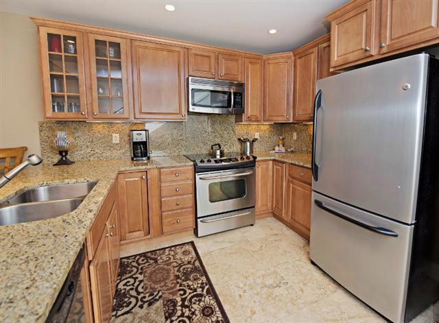 247-Stoney-Creek---Kitchen-9665-big.jpg