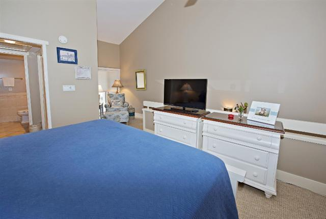 247-Stoney-Creek--Master-Bedroom-with-Sitting-Area-9668-big.jpg