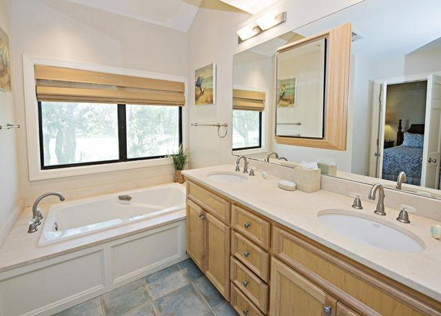 2533-Gleneagle-Green---2nd-Master-Bathroom-10242-big.jpg