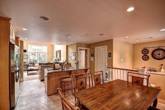 26-East-Beach-Lagoon---2nd-Floor-Dining-Off-Kitchen-11045-big.jpg