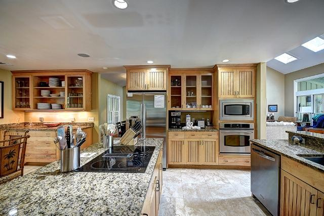 26-East-Beach-Lagoon---2nd-Floor-Kitchen-11046-big.jpg