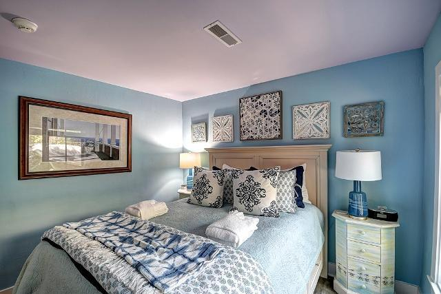 26-East-Beach-Lagoon---2nd-Queen-Bedroom-11054-big.jpg