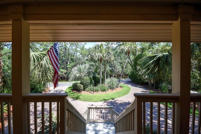 26-East-Beach-Lagoon---Front-Porch-View-11063-big.jpg
