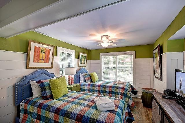 26-East-Beach-Lagoon---Twin-Bedroom-11055-big.jpg