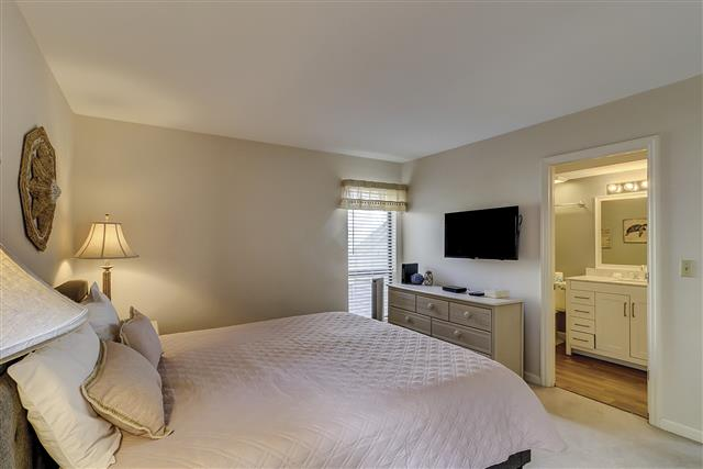 2629-Calibogue-Club---King-Bedroom-16710-big.JPG