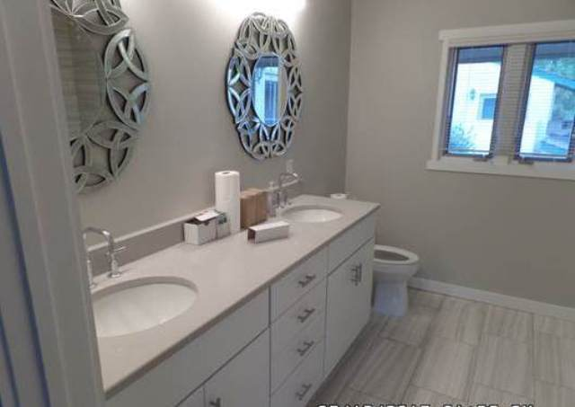 266-Stoney-Creek---Master-Bathroom-8619-big.jpg