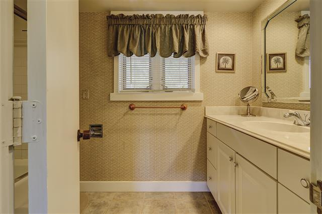 278-Stoney-Creek--Master-Bathroom-16465-big.JPG