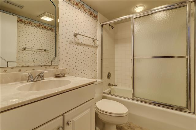 278-Stoney-Creek--Twin-Bathroom-16471-big.JPG