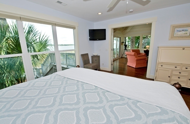 3-Lands-End---Master-Bedroom-6112-big.jpg