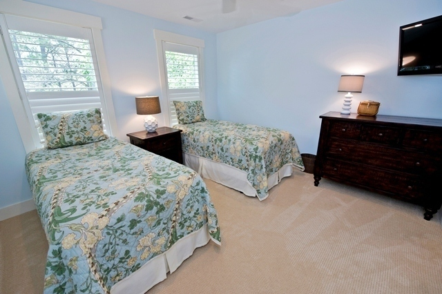 3-Lands-End---Twin-Bedroom-6117-big.jpg