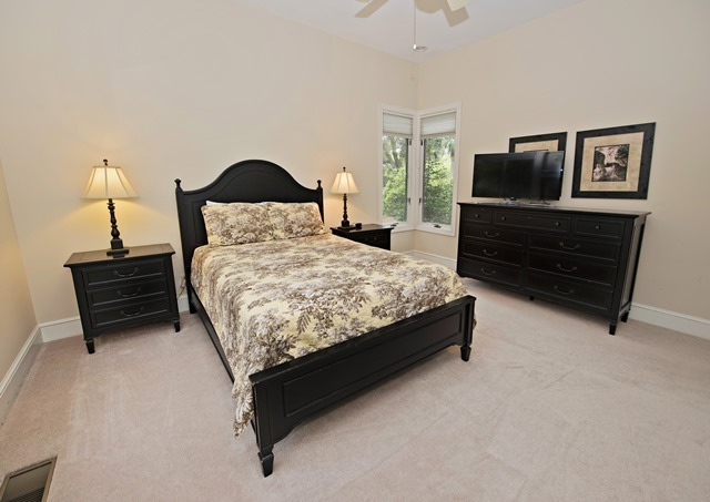 3-Sprunt-Pond---Queen-Bedroom-3283-big.jpg