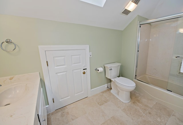 3-Sprunt-Pond---Two-Doubles-Bathroom-9074-big.jpg