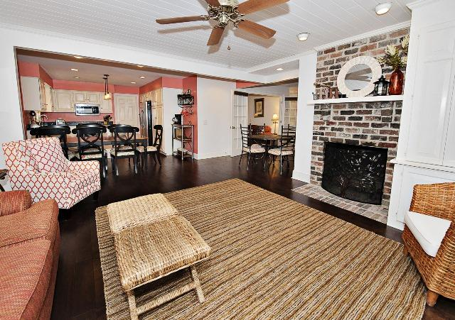 31-South-Beach-Lane---Family-Room-11274-big.jpg