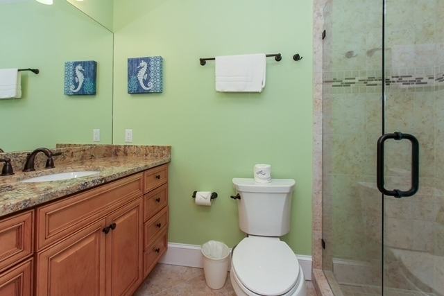 312-Beach-Lagoon---King-Bathroom-8587-big.jpg