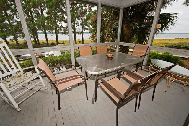 33-Lands-End---Screen-Porch-Dining-6788-big.jpg