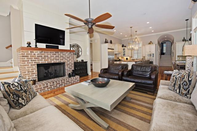 339-Greenwood-Drive---Living-Room-2-11303-big.jpg