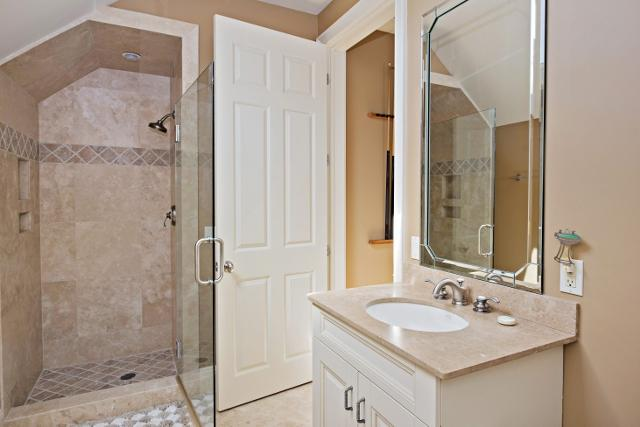 339-Greenwood-Drive---Queen-Bathroom-2-11320-big.jpg