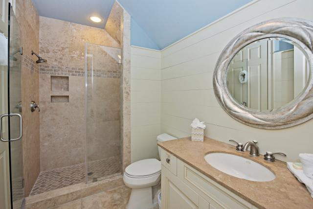 339-Greenwood-Drive---Queen-Bathroom-3-11510-big.jpg