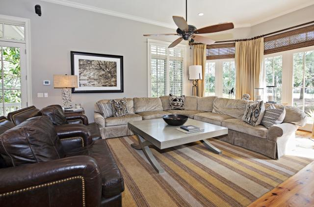 339-Greenwood-Drive--Living-Room---11302-big.jpg