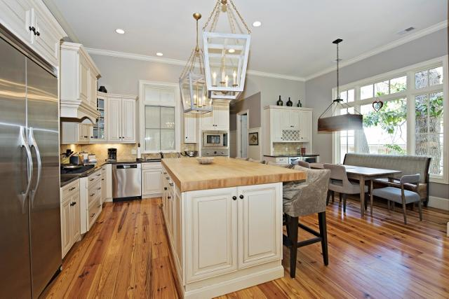 339-Greenwood-Drive-Kitchen-11306-big.jpg