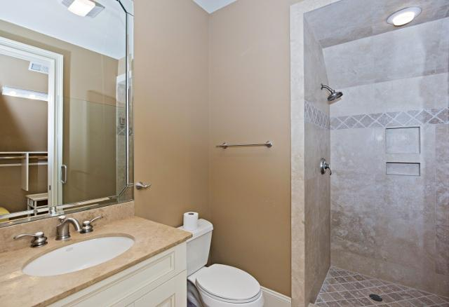 339-Greenwood-Drive-Queen-Bathroom-11315-big.jpg