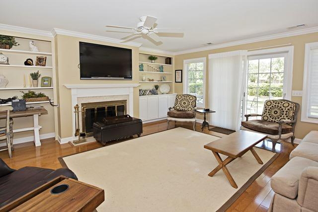 36-Willow-Oak-Court---Family-Room-10754-big.jpg