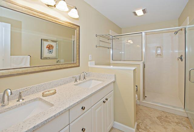 36-Willow-Oak-Court---King-Bathroom-10781-big.jpg