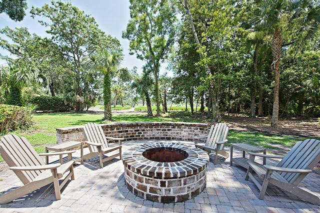 36-Willow-Oak-Court---Patio-with-Fire-Pit-10813-big.jpg