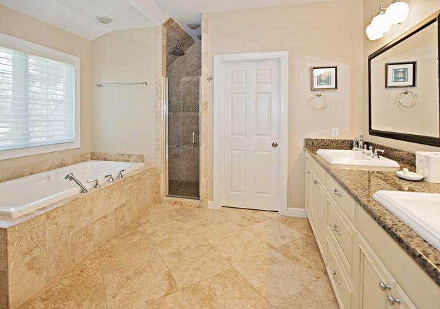 36-Willow-Oak-Court---Second-Master-Bathroom-10779-big.jpg