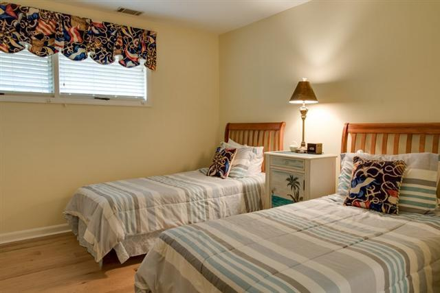 38-Battery-Road---Twin-Bedroom-9740-big.jpg