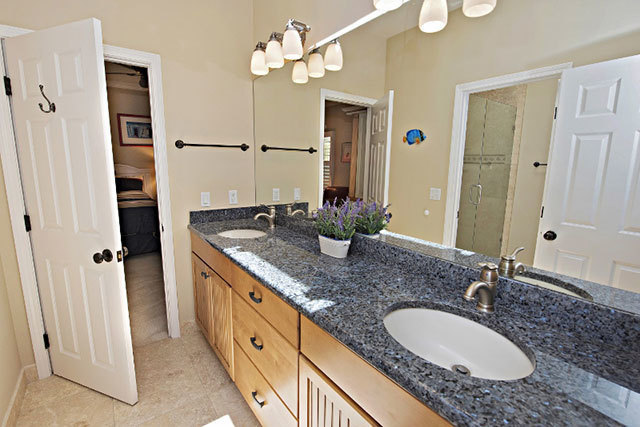 38-Gull-Point-Road----King-and-2-Double-Bathroom-9254-big.jpg