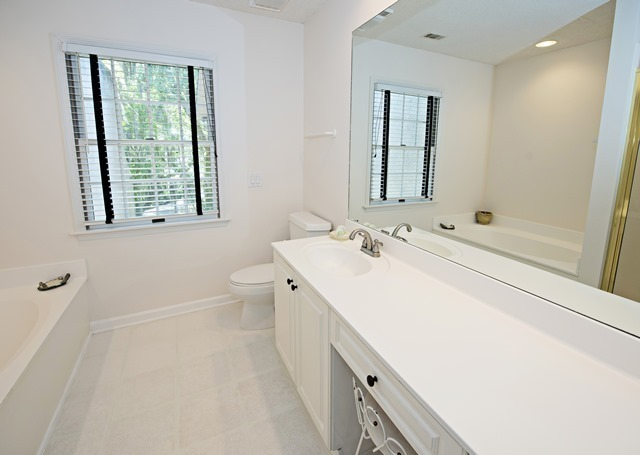 4-Mizzenmast-Court---Master-Bathroom-1871-big.jpg