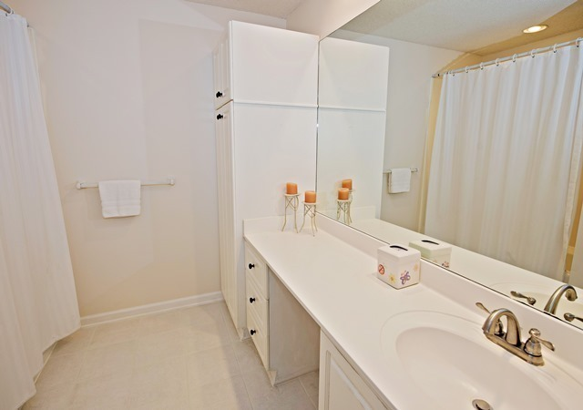 4-Mizzenmast-Court---Queen-Bathroom-5272-big.jpg